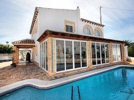 Villa en vendita en urbanización Ortembach J, Calpe/Calp - 282126003