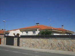 Chalet en venta en calle Juncal, Villamayor - 17738796