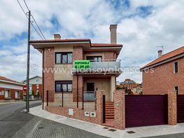 Fachada - Chalet en venta en calle Las Cortinas, Buenavista-El Cristo en Oviedo - 136640352