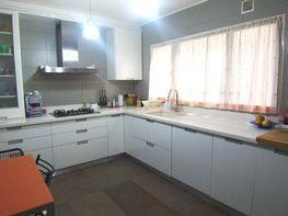 Cocina - Piso en venta en calle Lluis Companys, Centre en Cerdanyola del Vallès - 125930266
