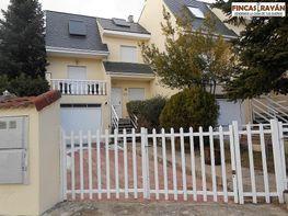 Casa adosada en alquiler en Matalpino