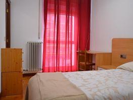dormitorio piso en calle pamplona echavacoiz en