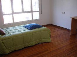 Dormitorio - Ático en alquiler en calle Santiago de Chile, Santiago de Compostela - 415857511