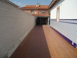 Semi-detached house for sale in calle Miguel Delives, Ugena - 128664406