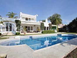 Piscina - Villa en alquiler en calle Avda del Pilar, Estepona - 241361973