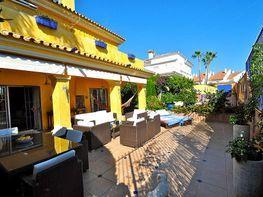 Chalet en venta en calle Del Pernet, Estepona - 220482249