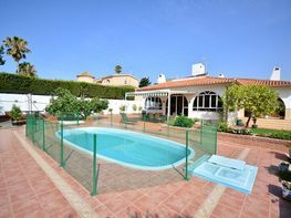 Villa in verkauf in calle Constitucion, Arroyo de la Miel in Benalmádena - 225284559