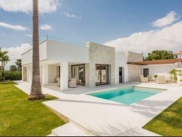 Casa en venta en Río Real en Marbella