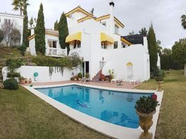 Villa en venta en Nueva Andalucía centro en Marbella