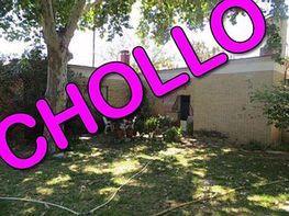 Chalet en venta en calle Jacinto Benavente, Gines - 298112921