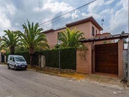 Casa en venta en calle Del Pino Rojo, Carmona - 342575266