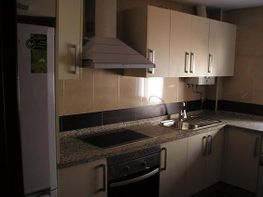 Casa adosada en venta en calle Becquer, Almodóvar del Río - 306022335