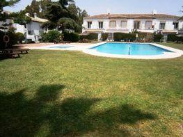 Casa adosada en venta en calle Pernet, Estepona - 339564062