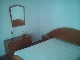Dormitorio principal, dispone de armario y balcón con vistas a la iglesia - Piso en venta en Isla Cristina - 331627181