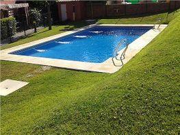 Zona de la piscina - Casa adosada en venta en Isla Cristina - 331627298