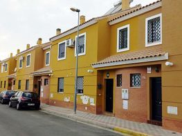 Casa adosada en venta en calle Virgen de África, Dos Hermanas