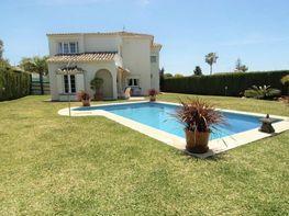 Villa en venta en calle Almeria, Mijas
