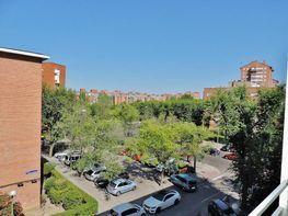 Piso en venta en calle Pico de Los Artillero, Vinateros en Madrid