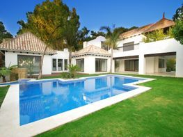Villa for sale in urbanización Los Monteros, Milla de Oro in Marbella - 49525161