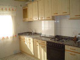 Cocina - Piso en venta en calle Julio Ruiz Salazar, Torrelavega - 373173374