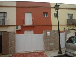 terrace house for rent in calle maria de padilla, guillena