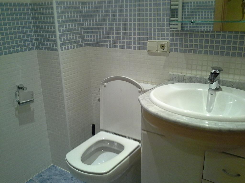 Baño - Apartamento en alquiler en calle Cuesta de San Blas, Centro en Salamanca - 397629446