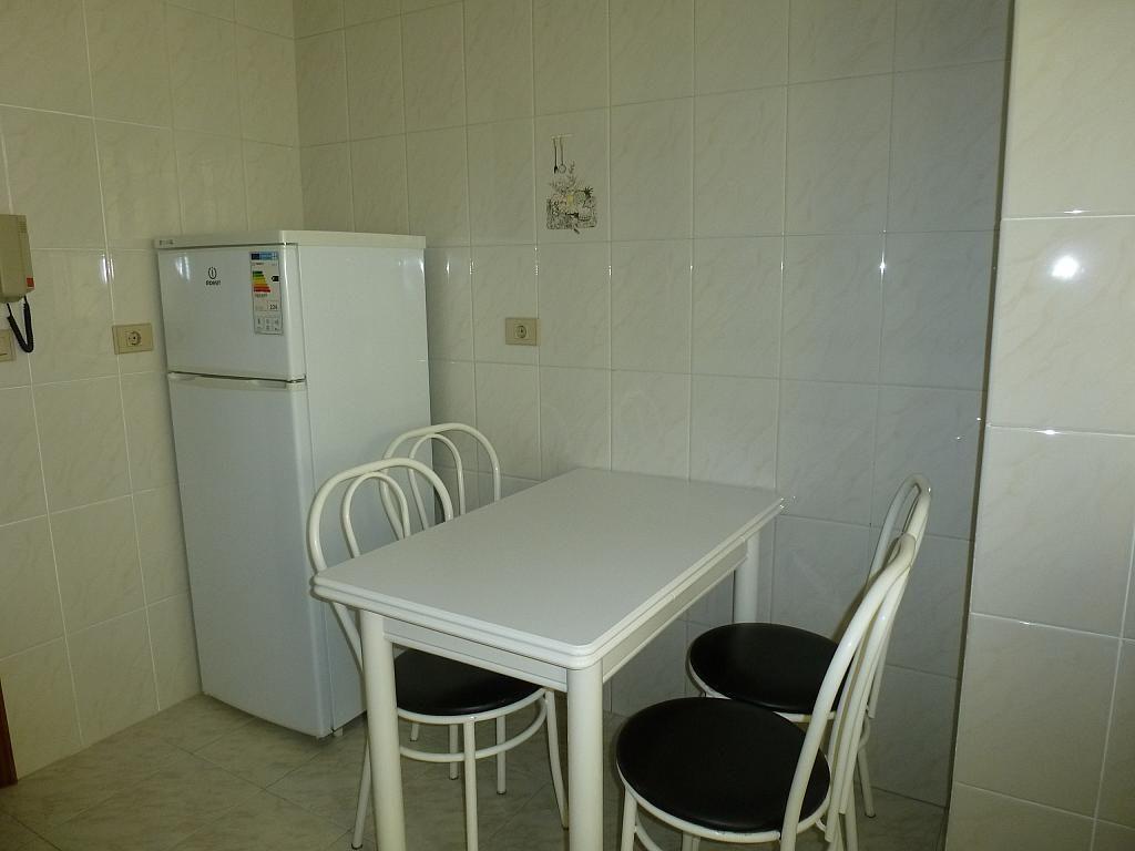 Piso en alquiler en calle Doctor Lago Olano, Calvario-Santa Rita-Casablanca en Vigo - 317595897