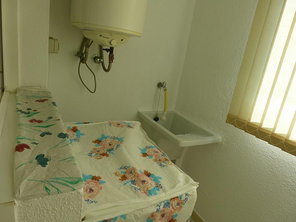 Piso en alquiler en calle Doctor Lago Olano, Calvario-Santa Rita-Casablanca en Vigo - 317595899