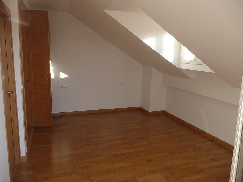 Buhardilla - Casa pareada en alquiler en calle Sierra Buyones, Corrales - 235606130