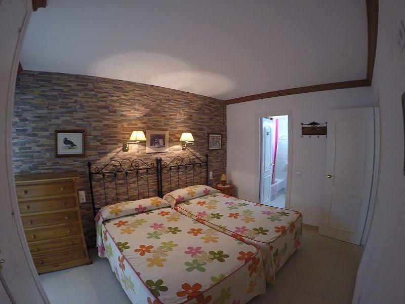 Dormitorio - Apartamento en alquiler de temporada en Roquetas de Mar - 389472058