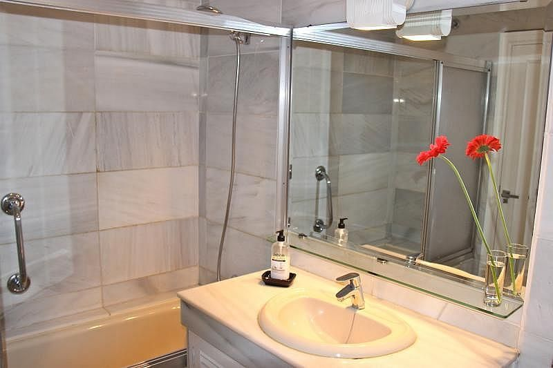 Cuarto de baño 1 - Apartamento en alquiler de temporada en Nagüeles Alto en Marbella - 274956698