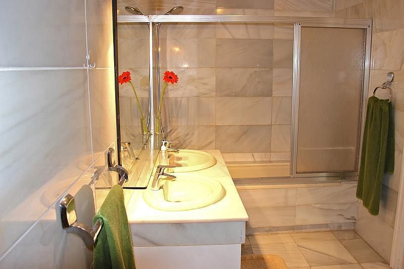 Cuarto de baño 1 - Apartamento en alquiler de temporada en Nagüeles Alto en Marbella - 274956701
