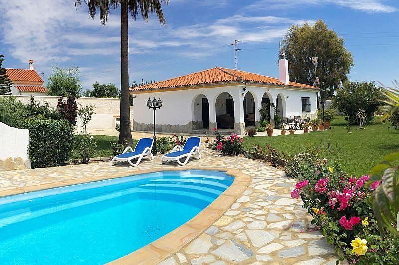 Vistas exteriores del alojamiento - Casa en alquiler de temporada en Conil de la Frontera - 387059237