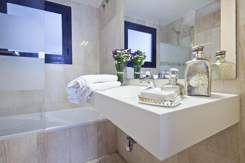 Baño - Dúplex en alquiler de temporada en calle Prats de Mollo, Sant Gervasi – Galvany en Barcelona - 84234529