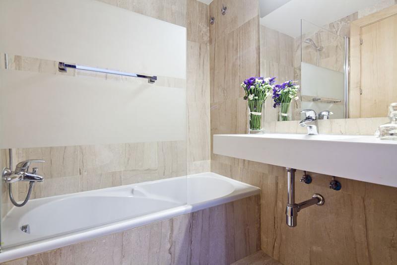 Baño - Dúplex en alquiler de temporada en calle Prats de Mollo, Sant Gervasi – Galvany en Barcelona - 84234532