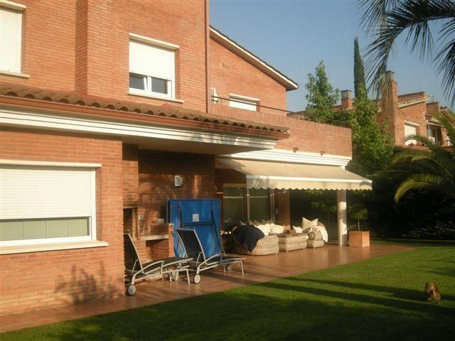 Porche - Chalet en alquiler en calle Bernat Desclot, Sant Cugat del Vallès - 61470576