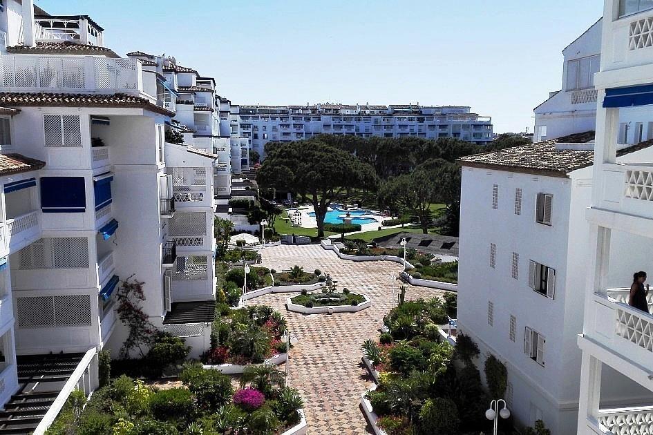 Piso en alquiler en urbanización Playas del Duque, Nueva Andalucía-Centro en Marbella - 294744559