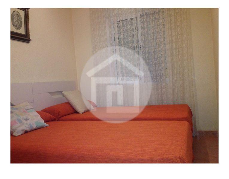 Casa en alquiler en calle Virgen del Rosario, Mengíbar - 121970198