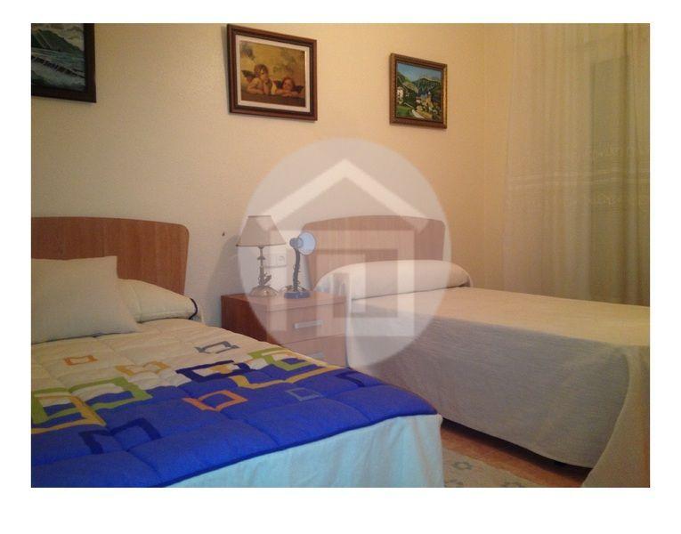 Casa en alquiler en calle Virgen del Rosario, Mengíbar - 121970203