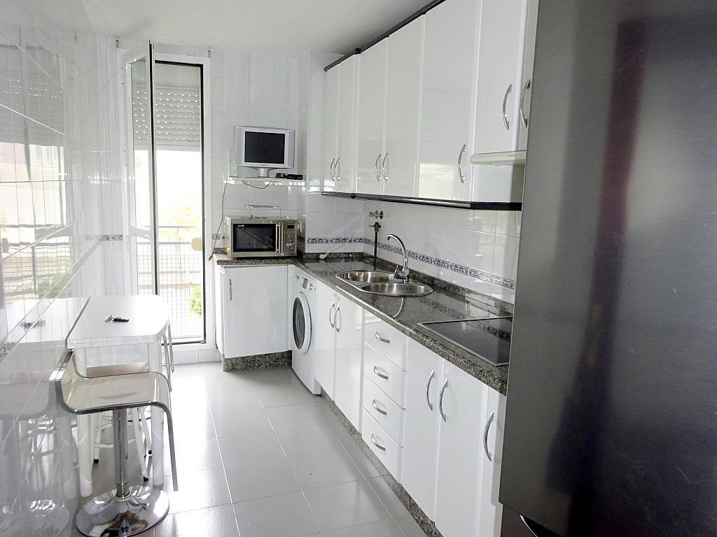 Piso en alquiler en calle Almendralejo, Av. Ciencias-Emilio Lemos en Sevilla - 277054397