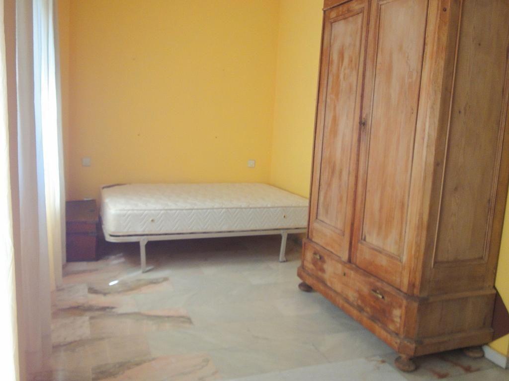 Dormitorio - Estudio en alquiler en calle Alcalde Luis de Uruñuelas, Av. Ciencias-Emilio Lemos en Sevilla - 153973260