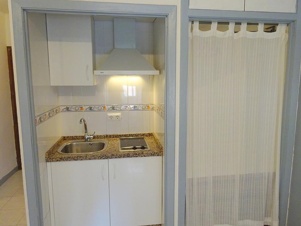 Cocina - Estudio en alquiler en calle San Jacinto, Triana en Sevilla - 192345022