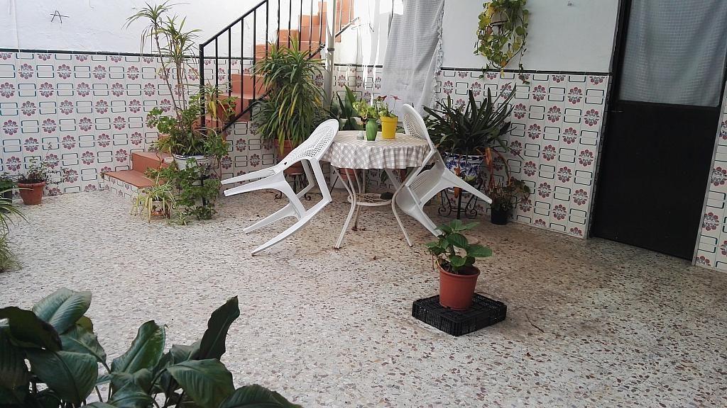 Patio - Casa en venta en Nucleo Urbano en Dos Hermanas - 347107497