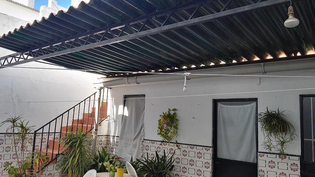 Patio - Casa en venta en Nucleo Urbano en Dos Hermanas - 347107510