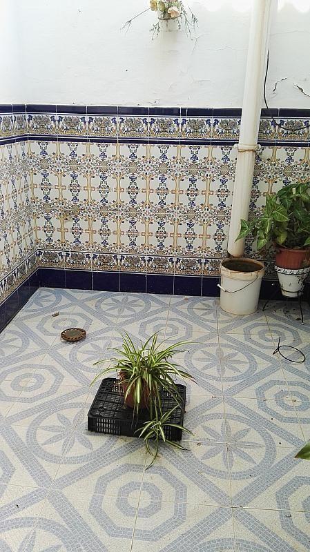 Patio - Casa en venta en Nucleo Urbano en Dos Hermanas - 347107559