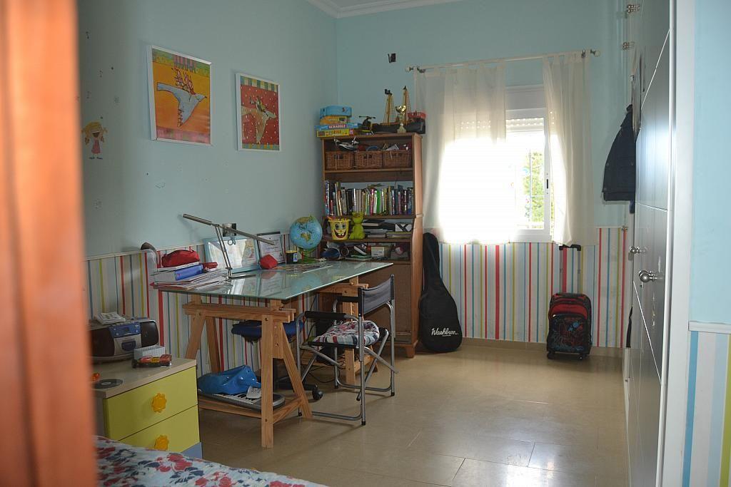 Dormitorio - Chalet en alquiler en Poligono la Isla en Dos Hermanas - 181581952