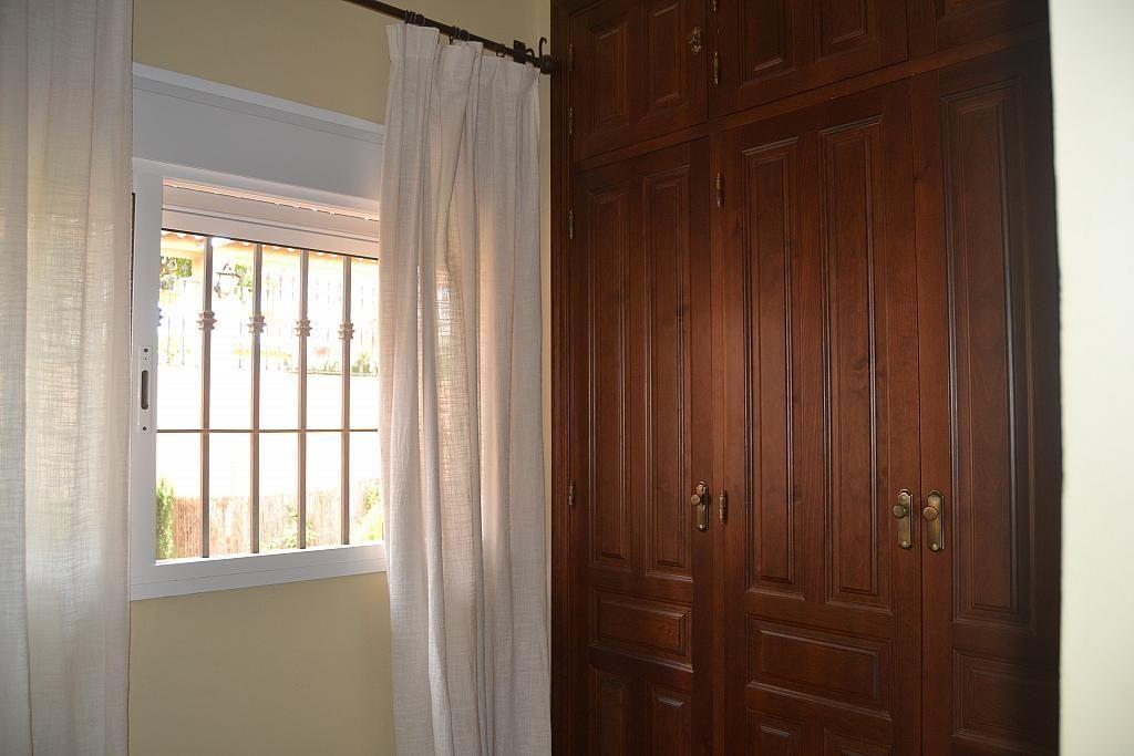 Dormitorio - Chalet en alquiler en Poligono la Isla en Dos Hermanas - 181582261