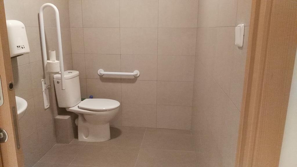 Baño - Local comercial en alquiler en Montcada Centre en Montcada i Reixac - 325772750