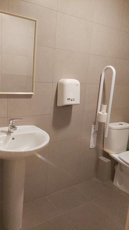 Baño - Local comercial en alquiler en Montcada Centre en Montcada i Reixac - 325772751