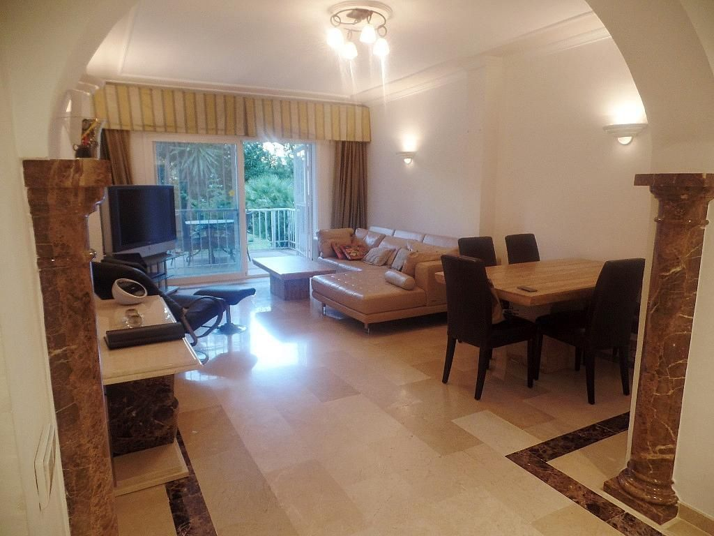 Salón - Apartamento en alquiler en urbanización Puerto Banus, Puerto Banús en Marbella - 304851278